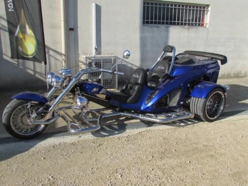 Mustang 1.5L bleu BMW côté