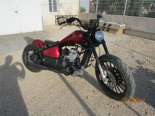 moto custom côté avant