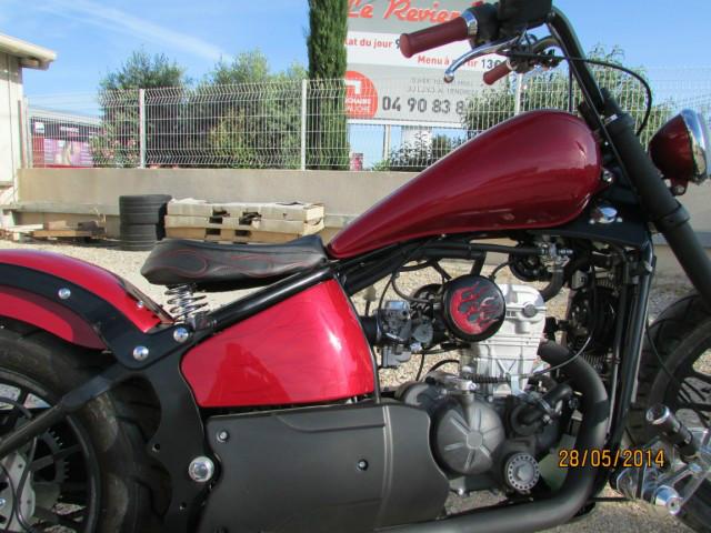 Moto custom côté