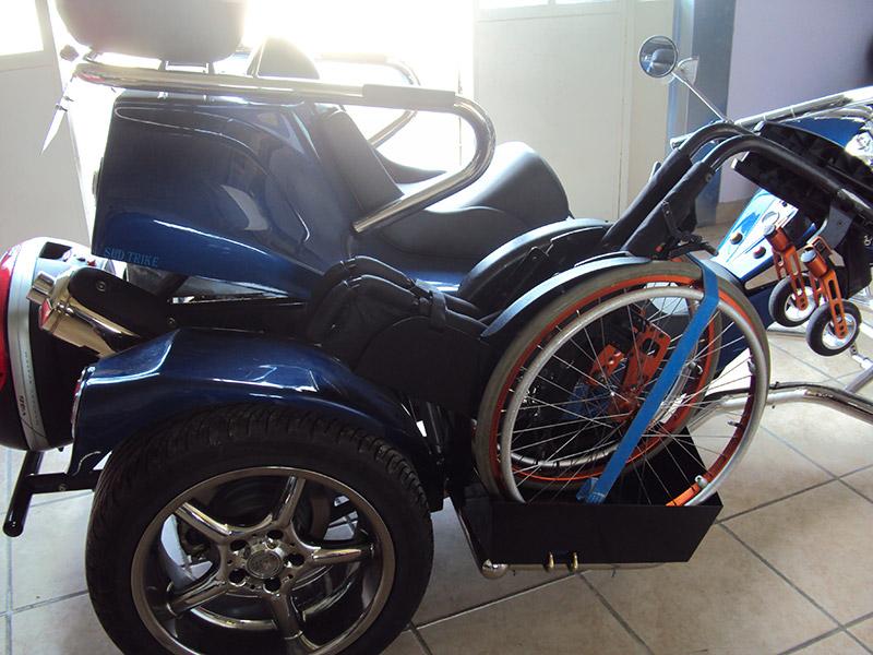 Emplacement fauteuil roulent trike
